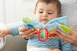 Đọc sách cho trẻ sơ sinh: 7 lợi ích bất ngờ mà bố mẹ cần biết