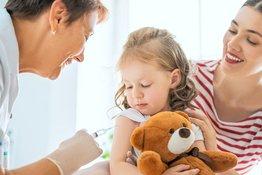 Đi tìm câu trả lời chính xác: Tiêm vắc-xin gây ra bệnh tự kỷ ở trẻ em?