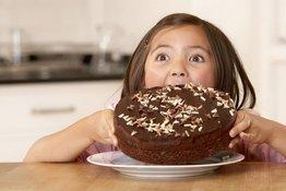 5 sai lầm bố mẹ thường mắc phải khi rèn con ăn uống lành mạnh