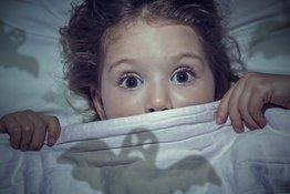 Giúp bé hết sợ hãi: 5 cách đơn giản mà bố mẹ nào cũng làm được