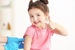 Có nên hoãn việc tiêm chủng cho bé trong mùa dịch Covid-19