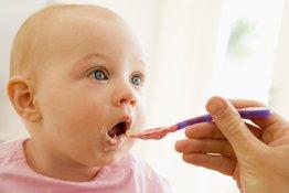 1 tuần cho bé ăn mấy hộp váng sữa là hợp lý?