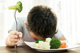 """Bé không chịu ăn rau: Bố mẹ áp dụng 9 """"tuyệt chiêu"""" dưới đây!"""