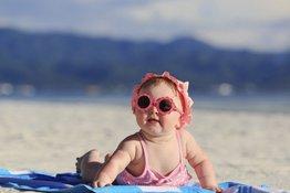 6 điều bố mẹ cần đặc biệt lưu ý để bé đi tắm biển an toàn và vui vẻ