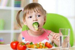 Cách rèn luyện thói quen ăn uống lành mạnh cho bé