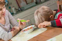 Trẻ biếng ăn có nên cho uống thuốc bổ hay không?