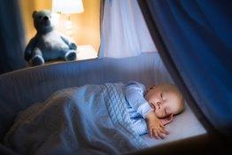 Bố mẹ có nên tắt đèn khi ngủ cho trẻ sơ sinh hay không?