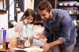 Dạy nấu ăn cho bé: 7 lưu ý giúp bé vào bếp an toàn
