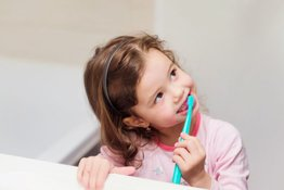 Dạy bé đánh răng đúng cách với bí kíp cực đơn giản