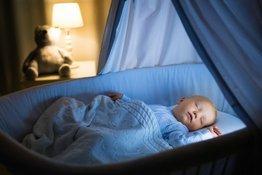 Trẻ mấy tháng có thể ngủ xuyên đêm?