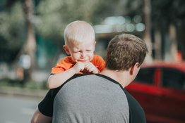Bé đi học mẫu giáo khóc nhiều: 5 bí quyết giúp bé cảm thấy dễ chịu hơn