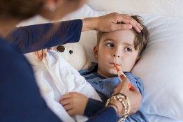 Trẻ bị viêm lợi và sốt cao: Những vấn đề cơ bản bố mẹ cần nắm vững