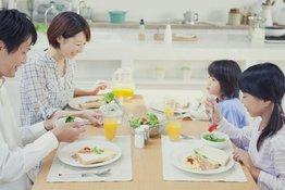 Dạy trẻ cách ăn uống lịch sự với 4 quy tắc cực đơn giản