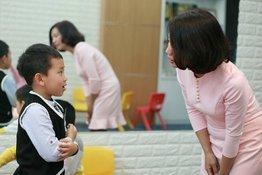 Làm thế nào để dạy trẻ kỹ năng chào hỏi lễ phép hiệu quả?