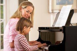 6 lợi ích khi cho trẻ học đàn piano mà bố mẹ cần biết