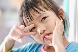 Cách bỏ thói quen sờ tay lên mặt của trẻ, phòng ngừa dịch Covid-19