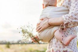 Bố mẹ có nên dùng địu cho trẻ sơ sinh hay không?