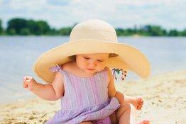 Làm sao để bảo vệ trẻ khỏi ánh nắng mặt trời gay gắt?