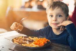 Dạy trẻ trân trọng đồ ăn: 5 cách dạy trẻ tránh lãng phí thực phẩm