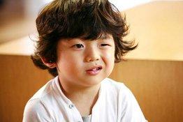Trẻ hay nháy mắt: nguyên nhân và cách điều trị