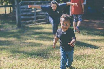 Kỹ năng vận động của trẻ mầm non và các cách để bố mẹ hỗ trợ trẻ