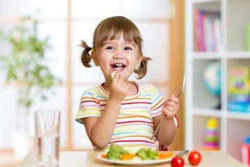 5 lời khuyên cho bố mẹ về việc ăn uống của trẻ 3 tuổi