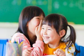 Cách dạy trẻ kỹ năng trò chuyện và lắng nghe tích cực
