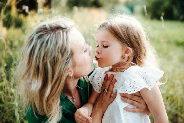 Trẻ bị căng thẳng: 6 điều bố mẹ nên làm để giúp trẻ