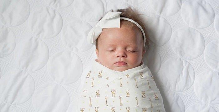 bé sơ sinh ngủ, vấn đề về thính giác