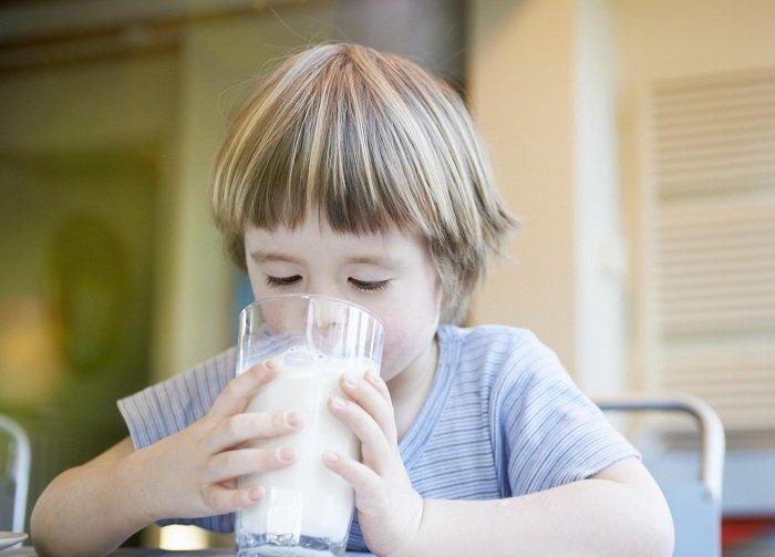 sữa cung cấp nhiều dưỡng chất cần thiết cho trẻ