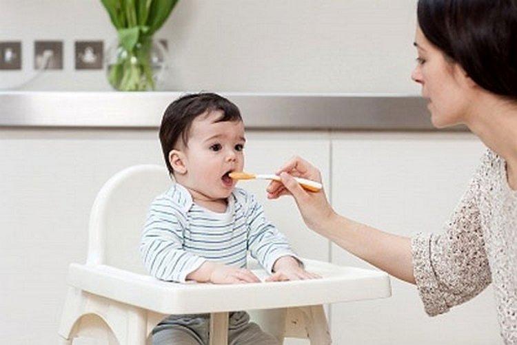 cho bé 6 tháng tuổi ăn dặm