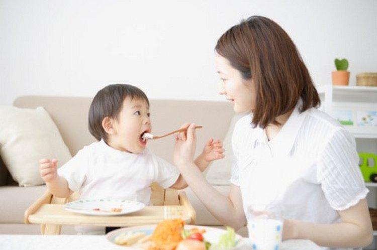 ăn dặm cho bé 6 tháng tuổi