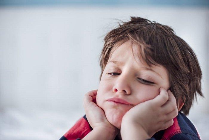 trẻ khó tập trung còn có thể trông như lúc nào cũng đang mơ màng