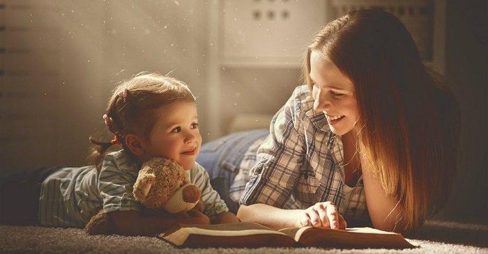 mẹ đọc sách cho bé, sách điện tử cho bé có tốt không