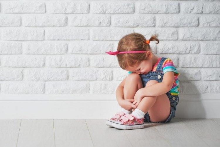 bệnh trầm cảm ở trẻ em khiến trẻ hay chán nản, mất năng lượng, mệt mỏi