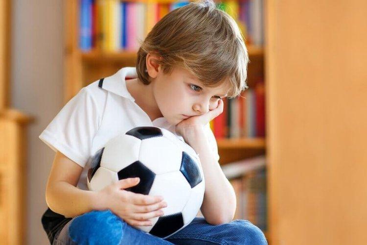 Trẻ mắc bệnh trầm cảm bị chán nản, mất hứng thú khi chơi môn thể thao yêu thích