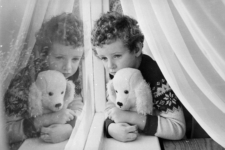 Bệnh trầm cảm ở trẻ em khiến trẻ buồn bã, chán nản và hay suy nghĩ tiêu cực
