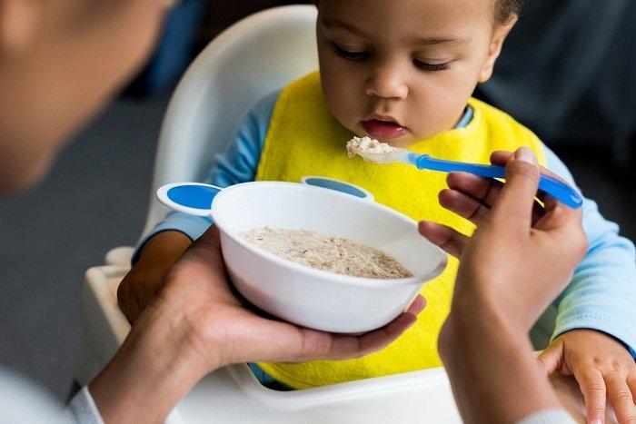 trẻ ăn dặm ngũ cốc