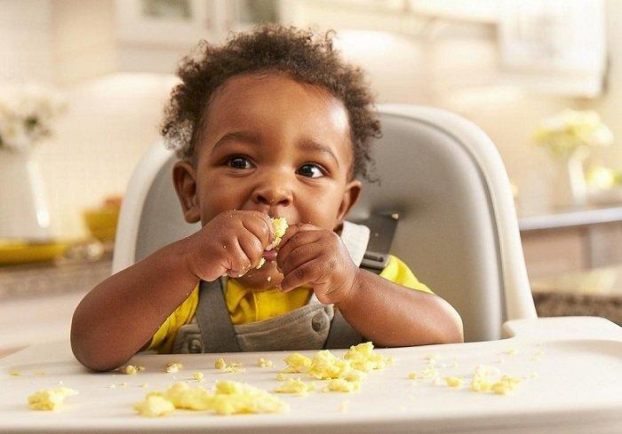 trẻ ăn dặm trứng