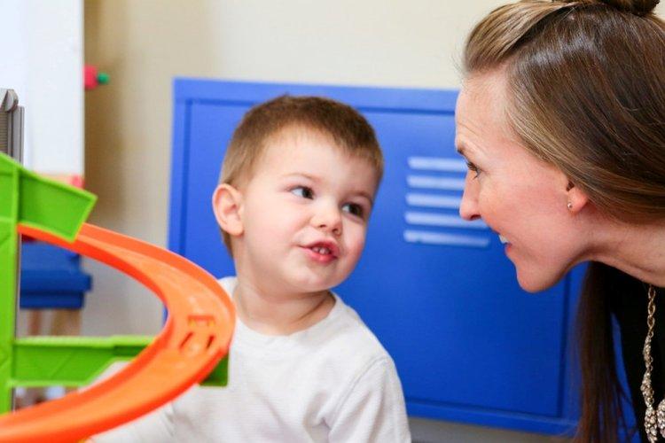 trẻ thắc mắc nhiều hơn trong giai đoạn khủng hoảng tuổi lên 3