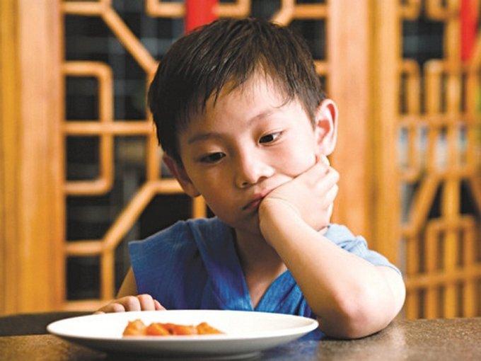 trẻ căng thẳng chán ăn