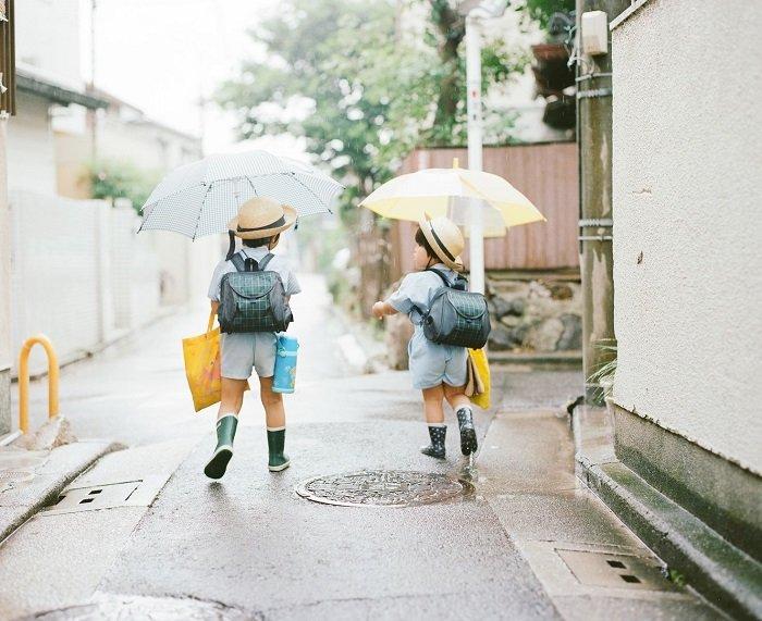 Trẻ em Nhật Bản tự đi học.