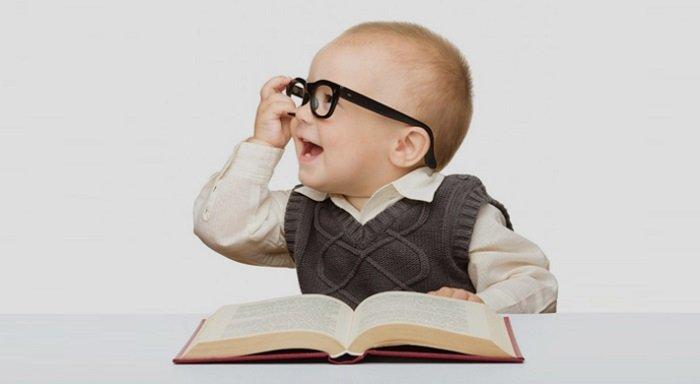 Tạo điều kiện cho trẻ đọc nhiều sách cũng là một cách giúp trẻ thích học.