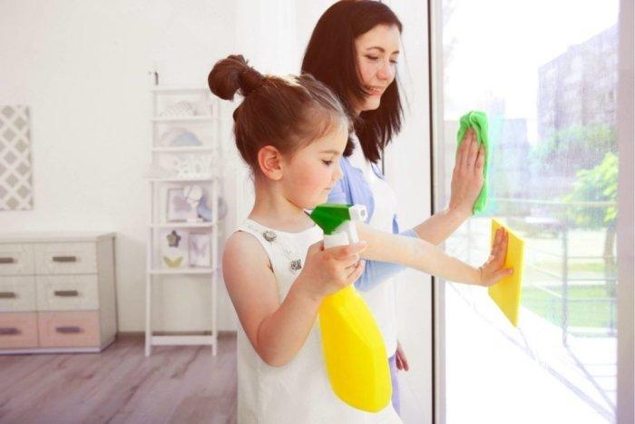 mẹ khuyến khích trẻ làm việc nhà, tăng lòng tự trọng