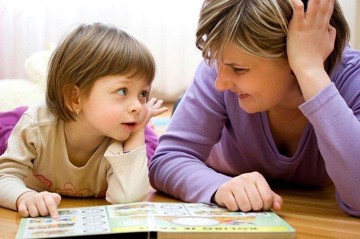 mẹ dạy song ngữ cho trẻ