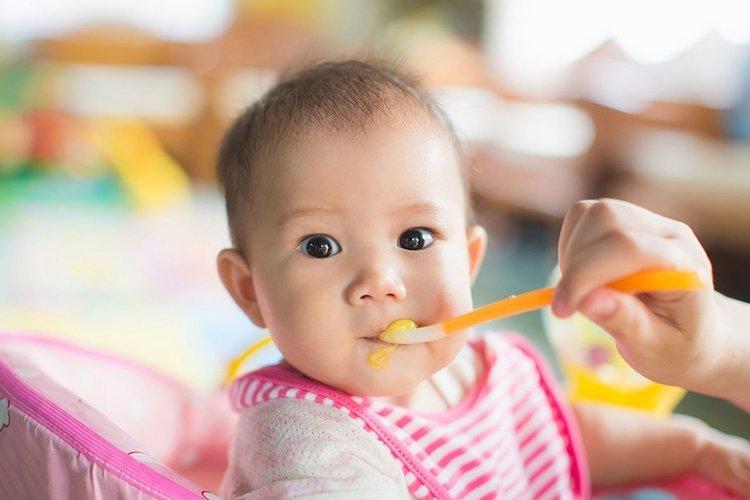 ăn dặm kiểu nhật cho bé 5 tháng