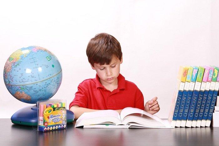 Dạy con tự học bằng cách để con tự học một mình.