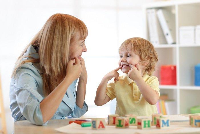 âm ngữ trị liệu cho trẻ