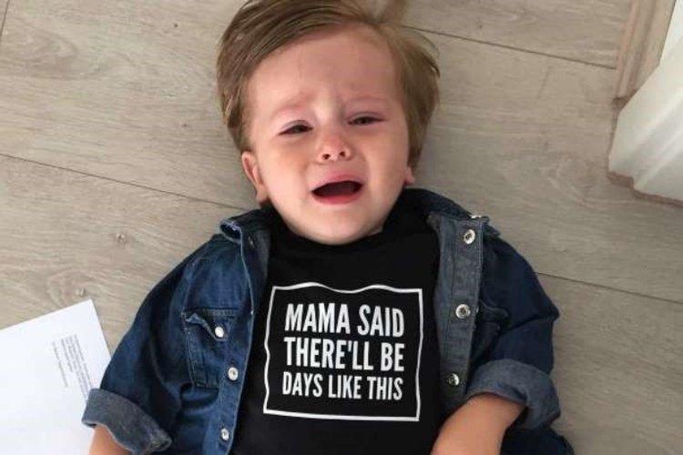 tâm lý trẻ 2 tuổi dễ bị khủng hoảng, la hét, khóc lóc, bướng bỉnh, không chịu nghe lời