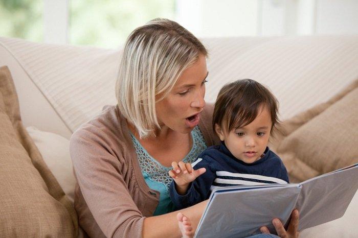 mẹ đọc thơ cho bé 3 tuổi